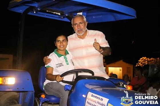Agricultores do Distrito São Sebastião recebem trator e equipamentos agrícolas da Prefeitura de Delmiro Gouveia