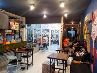 Lowongan Kerja Barista dan Kasir di Rockin Barber Shop Makassar