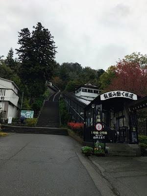 飯盛山の階段とエスカレーター