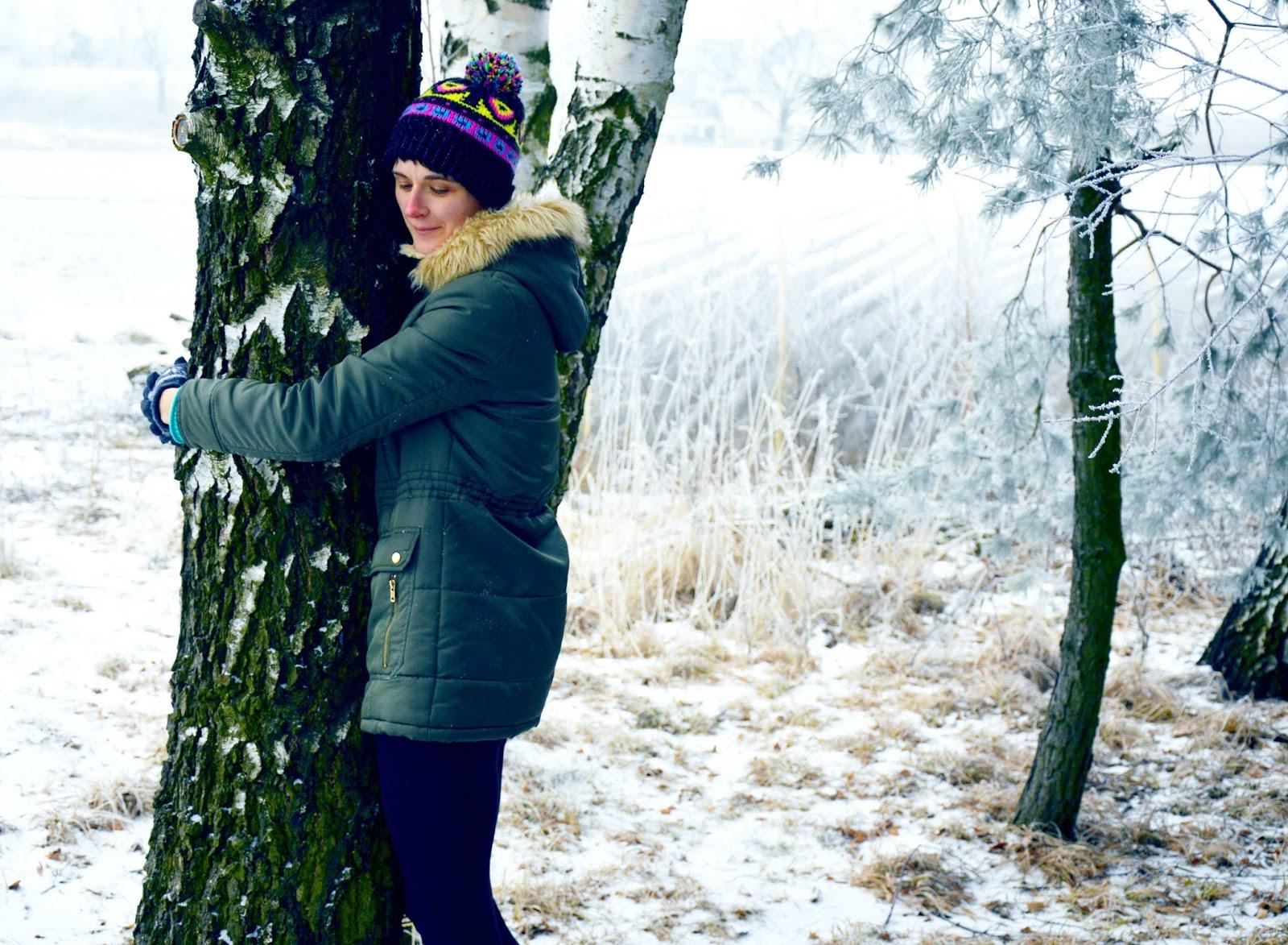 drzewa które leczą, kąpiele leśne, przytulanie drzew