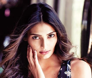 Athiya Shetty Family Husband Son Daughter Father Mother Marriage Photos Biography Profile.