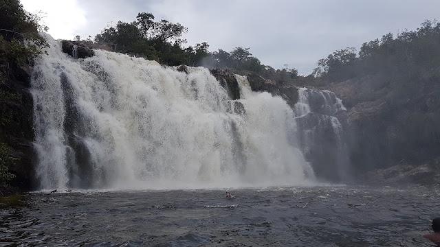 Cachoeira do Poço Encantado. Estava com bastante água porque era época de chuva.