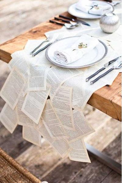Taplak meja terbuat dari lembaran kertas bekas.
