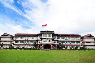 SMA Dwi Warna Sekolah Boarding School Terbaik
