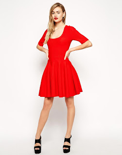Robe avec chaussure rouge