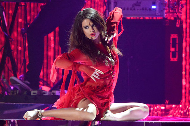 Video: Selena Gomez - 'Come & Get It' (En Vivo)