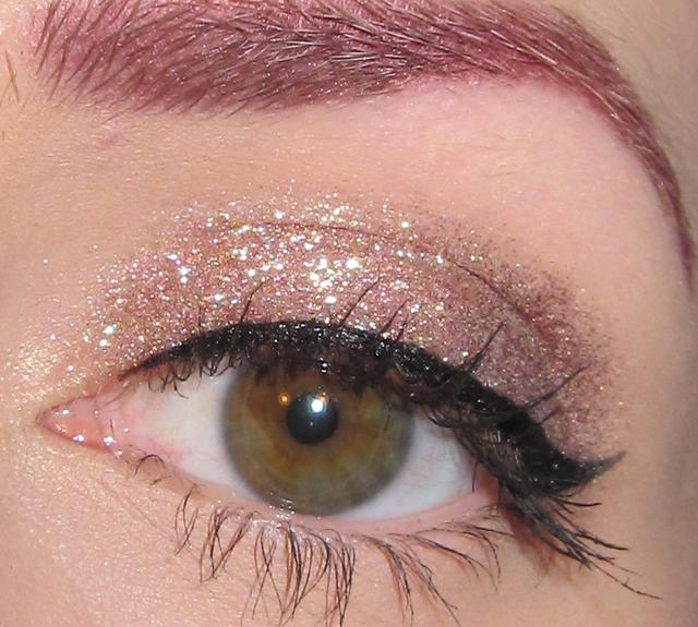 Glitter is my crack...: Simple Neutral Glitter Eye Makeup Look