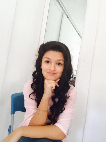 Avneet Kaur sexy look