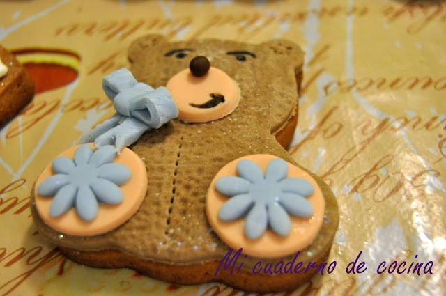 Galletas de bebé decoradas con fondant