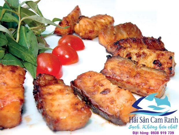 Cách làm cá bớp nướng muối ớt cay cay đậm đà vị quê hương
