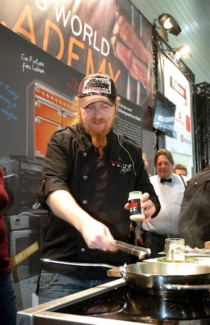 Ist in Personalunion Koch und Bio-Wagyu-Züchter, Catering-Unternehmer und Heavy Metal-Musiker: Ludwig Lucki Maurer auf der eat&STYLE.