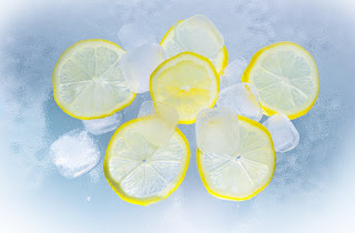 lemons ice water summer 90763 - How to remove dark circles overnight