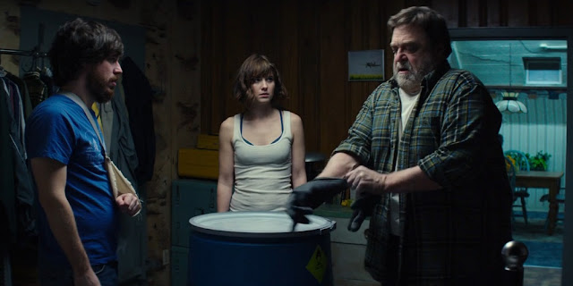 John Gallagher Jr., Mary Elizabeth Winstead e John Goodman em RUA CLOVERFIELD, 10 (10 Cloverfield Lane)
