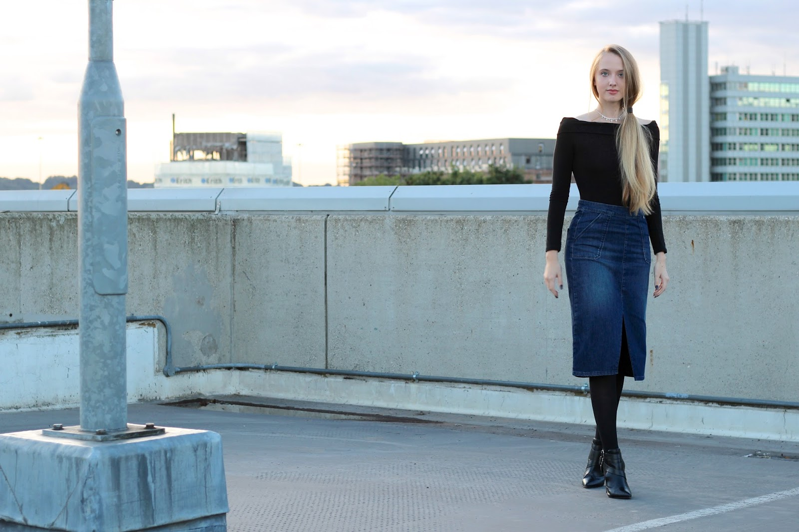 Styling a denim midi skirt in autumn fashion blogger