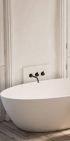 Modern luxury bathtub minimal sophisticated interior design by Piet Boon