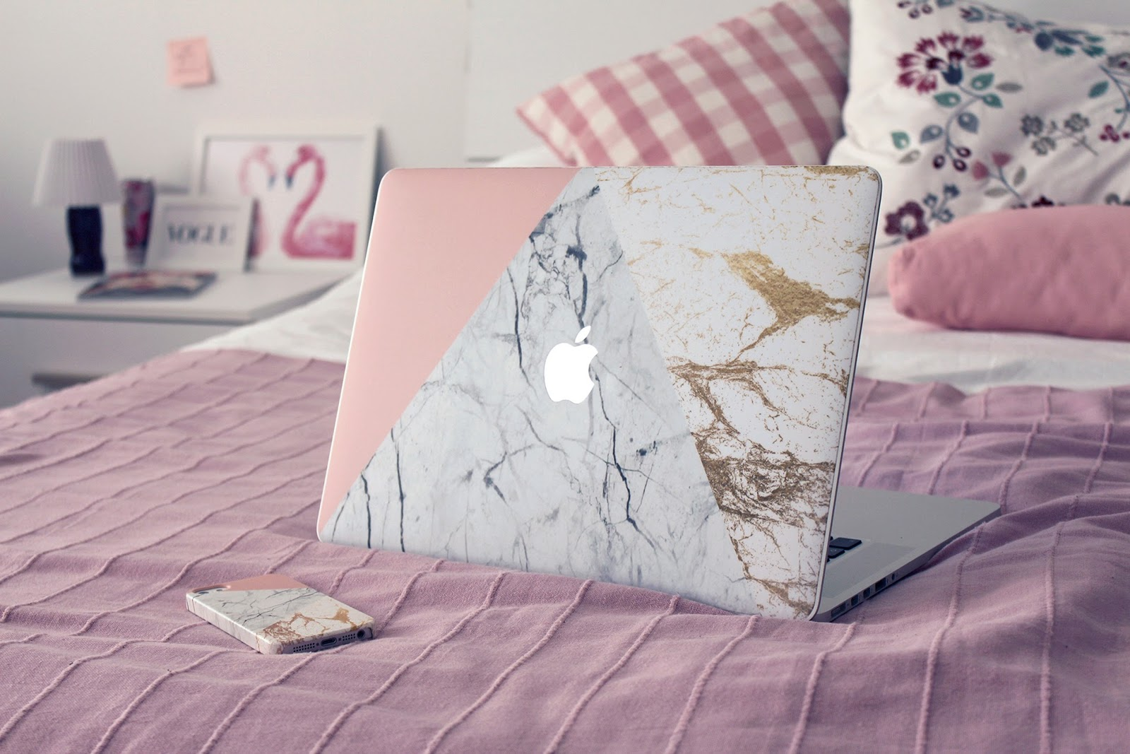 fashion style blogger italian girl italy trend vogue glamour pescara technology caseapp cover iphone 5 6 6s macbook pro sudio sweden earphones rose gold music auricolari interior design idea flamingo pink