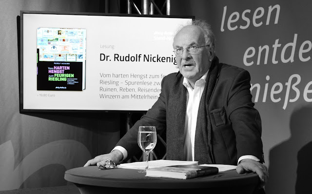 """Rudolf Nickenig liest auf der Frankfurter Buchmesse aus seinem Buch """"Vom harten Hengst zum feurigen Riesling""""."""