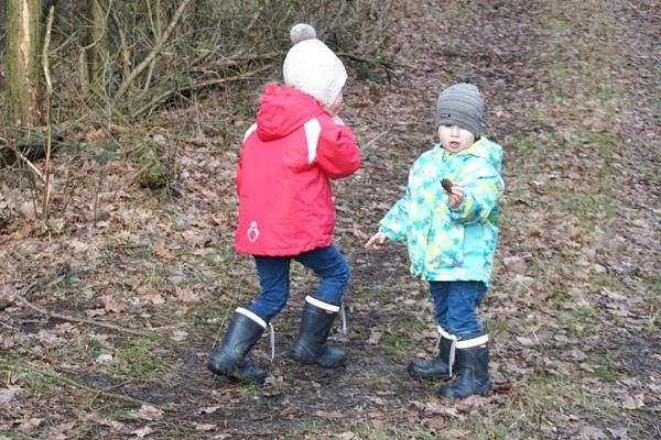 przedszkolaki na spacerze - naturalne metody na odporność