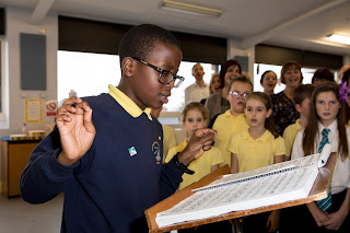 Children of Windmill Primary School in Belle Isle participate in a workshop with the Chorus of Opera North, as part of In Harmony Opera North Photo Credit: Simon Marshall
