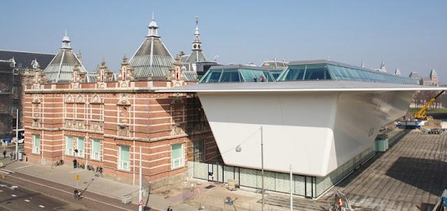 Obras de arte no Museu Stedelijk em Amsterdã