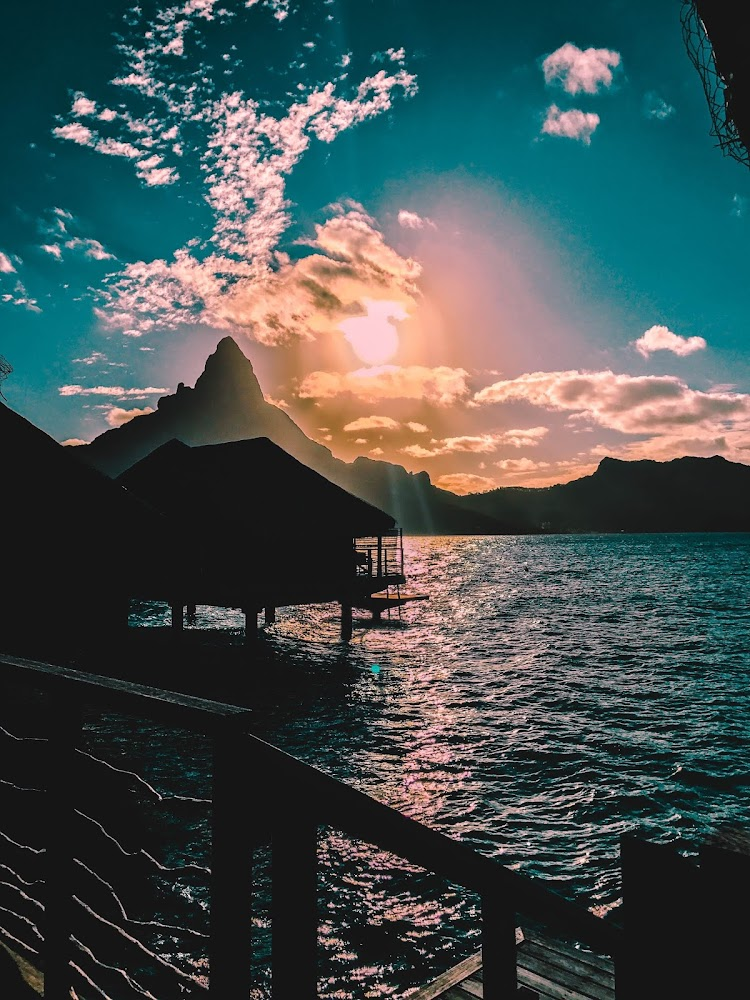Diamond Overwater Villa - Intercontinental Bora Bora Resort & Thalasso Spa - Bora Bora sunset