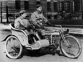Historia De La Moto.-http://3.bp.blogspot.com/-vlgKTbRkkAs/UDzabjYfhGI/AAAAAAAAABg/4DUwrn8WCEY/s320/MOTOCONSIDECAR.jpg