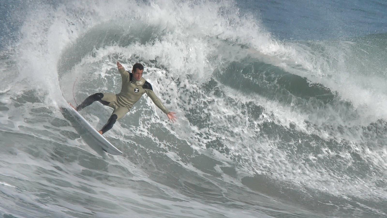 4a2b43c45d5eab Combinaison de surf pour Maxime Huscenot