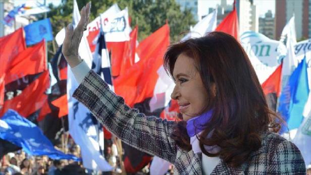 Cristina Fernández ofrece su último discurso ante miles de argentinos