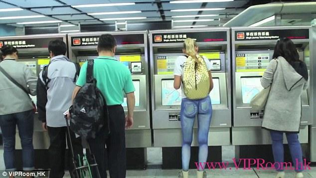 Model Walks Around Hong Kong Naked, Nobody Notices