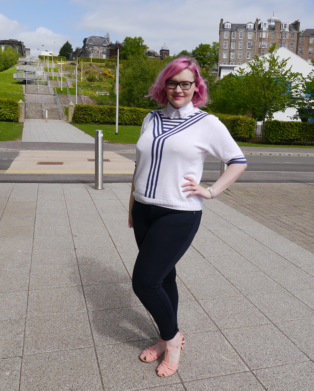 DIY pompom collar, how to make a pom pom collar, vintage sailor top, Dundee blog photoshoot location, Dundee Blogger, pink hair fashion blogger