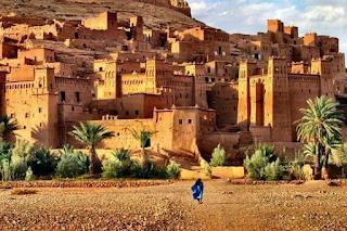 Poblado típico amazigh, con construcciones de adobe.
