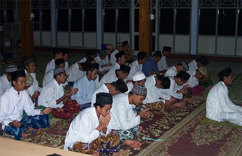 Dzikir Doa Setelah Sesudah Sholat Fardhu Wajib 5 Waktu Yang Pendek
