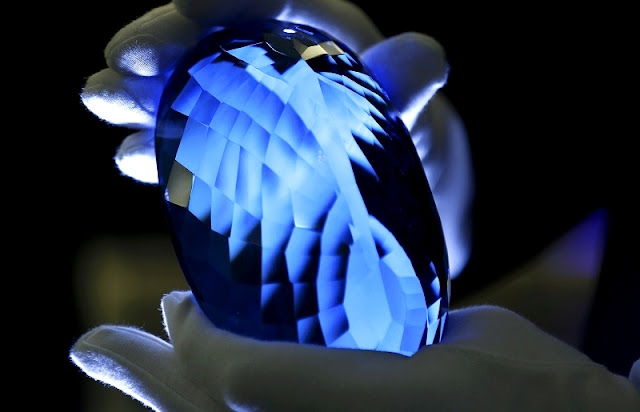 The Largest Blue Topaz Gemstone in The World (Photos)
