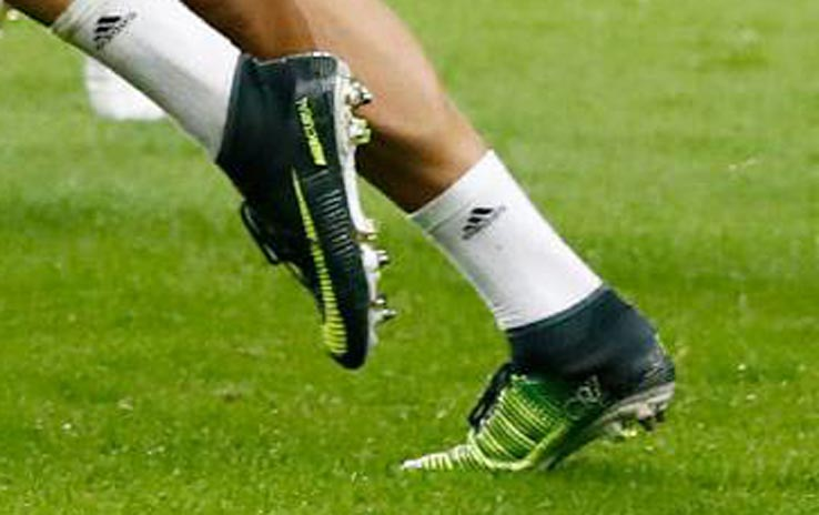 huge discount 54623 315a7 Cristiano Ronaldo Makes SURPRISE Boot Switch vs Sporting ...