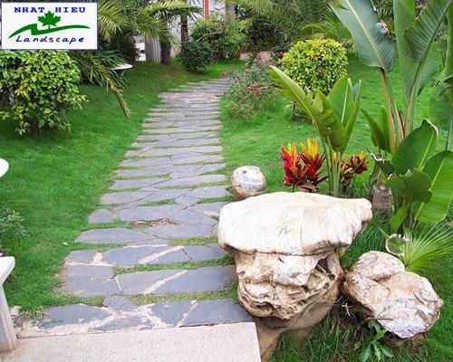 Đường dạo trong sân vườn