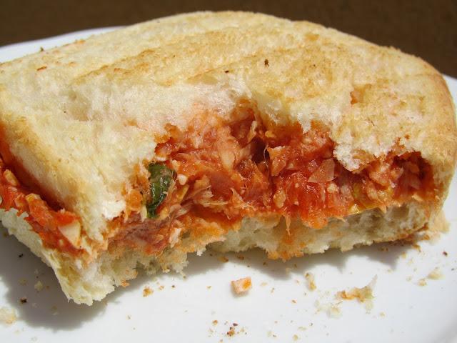 Sandwich vegetal de atún, tomate y huevo, Ana Sevilla