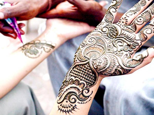 Karwa Chauth Mehendi Design For Newly Bride