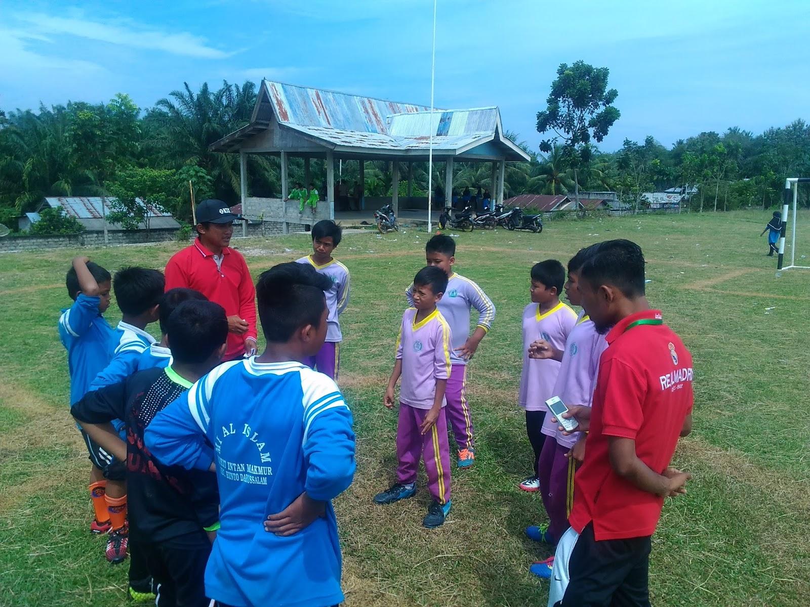 Cabang Futsal dari MIS Nurul Huda Berhasil Ke Semi Final Aksioma MI