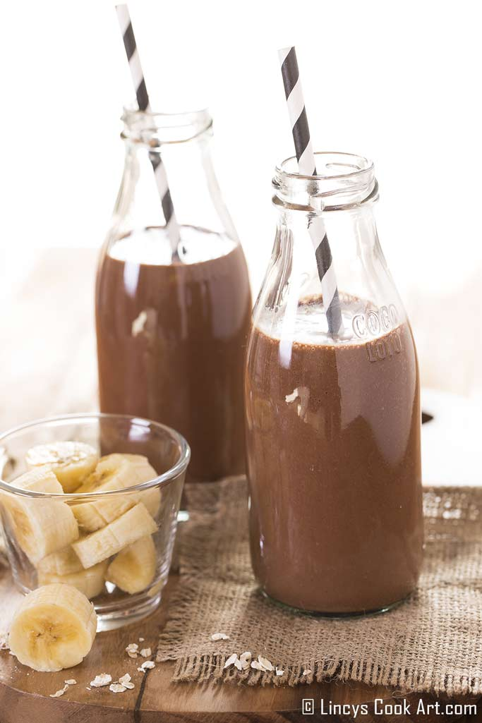 chocolate banana yogurt smoothie