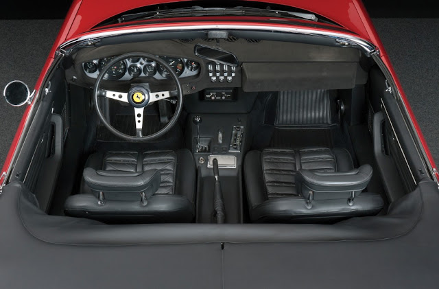 Ferrari Daytona Spyder - Interior