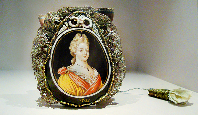 Museum of bags and purses, amsterdam, bridal bag with portrait