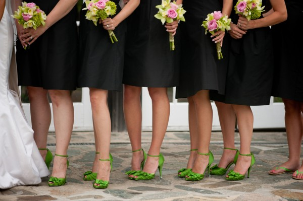Like fashion edressit how to match shoes with bridesmaid for Black shoes with wedding dress