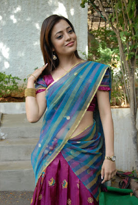 Nisha Agarwal saree navel kiss