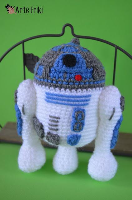 r2d2 amigurumi star wars guerra de las galaxias crochet ganchillo peluche plushie friki geek handmade hecho a mano craft manualidades arte friki cute chibi kawaii androide android