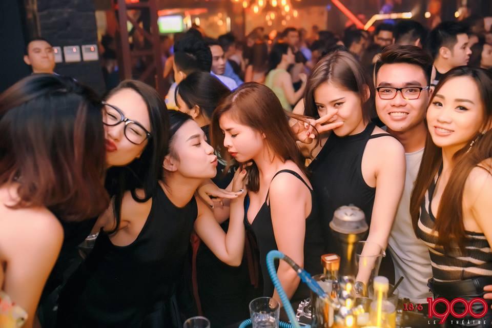 Indonesian club girl get fucked in jakarta hotel