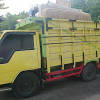 Sewa truk angkut barang pindahan.