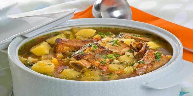Sopa de Mandioca com Costela Bovina (Imagem: Reprodução/Guia da Cozinha