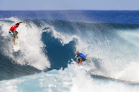 59 Gabriel Medina and Kelly Slater Billabong Pipe Masters foto WSL Tony Heff