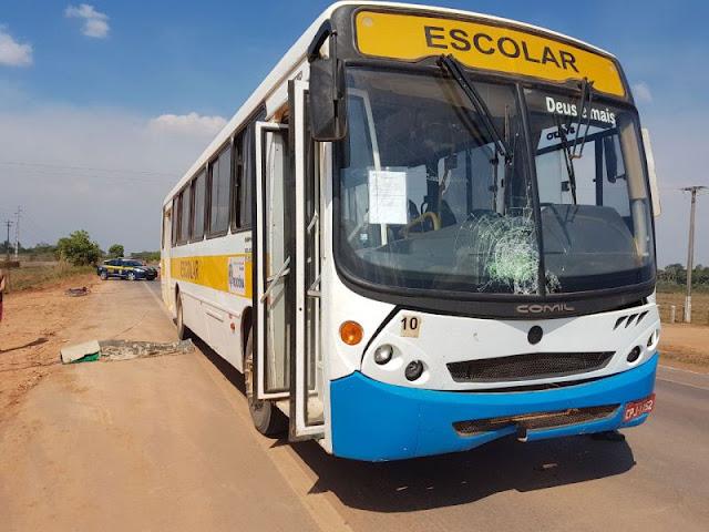 Jovem morre atropelado por ônibus escolar em Rondônia
