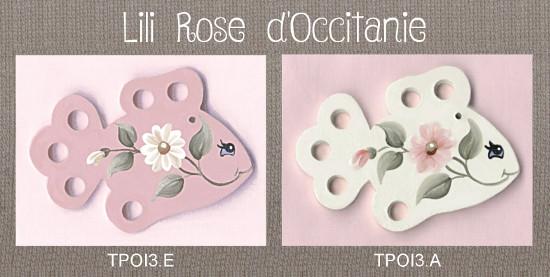 """2 tri-fils en bois peint """"Poisson"""", blanc ou rose, ornés de marguerites. Broderie et point de croix"""